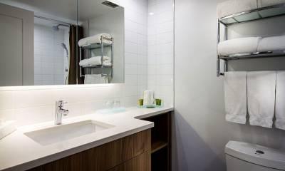 aq303-plain-white-aurora-quartz-vanity-tops-hotel